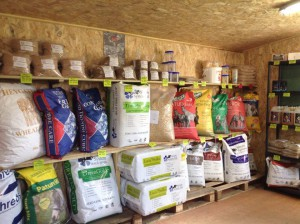 A Great Selection of UK Horse Feeds in France | White Horses Equestrian Products
